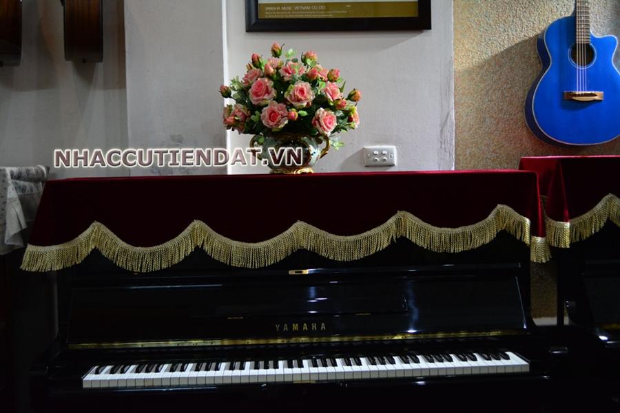 Khăn phủ đàn Piano đỏ viền tua rua vàng sang trọng - U108