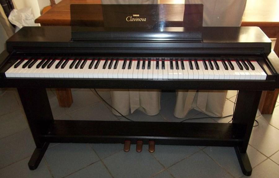 Đàn Piano điện cũ Yamaha CLP 560